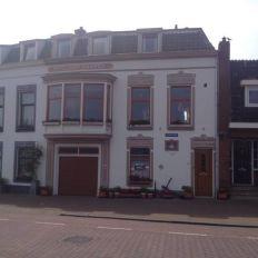 Elektrische sectionaaldeur van Novoferm geplaatst aan de IJsselkade in Kampen